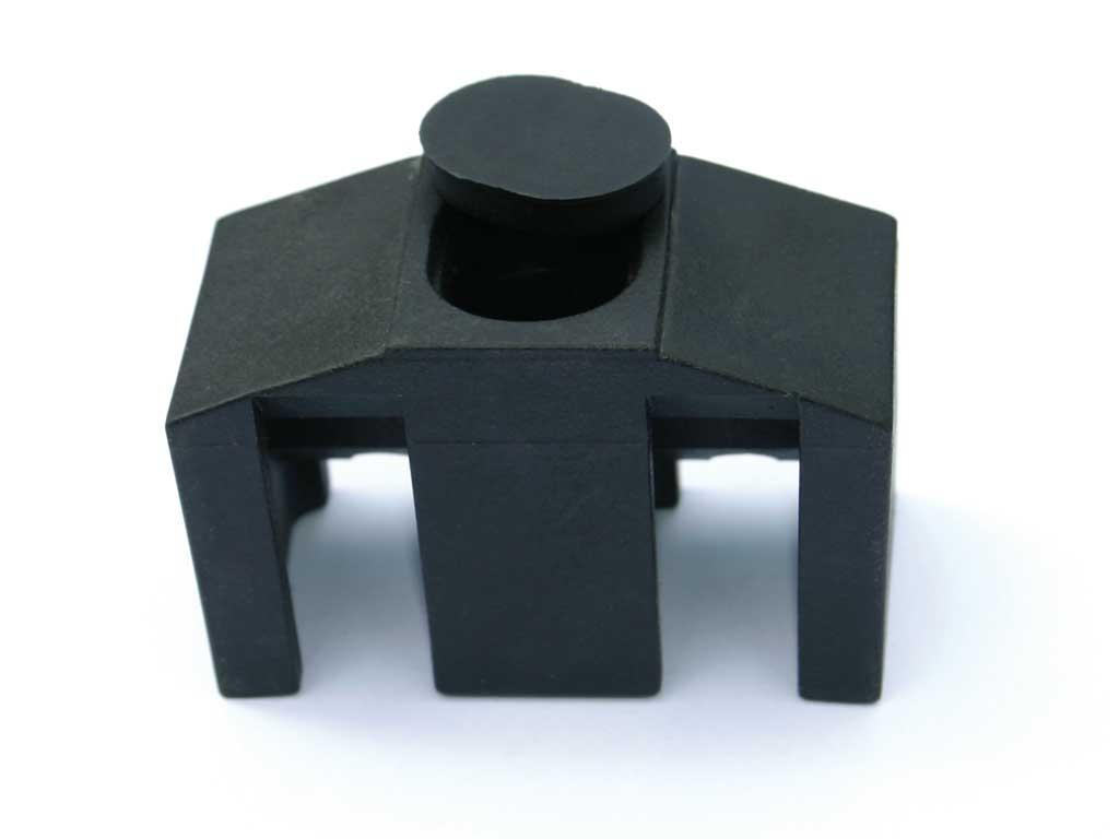 Příchytka PVC na čtyřhranný sloupek pro panely PILOFOR CLASSIC, černá 0,03Kg