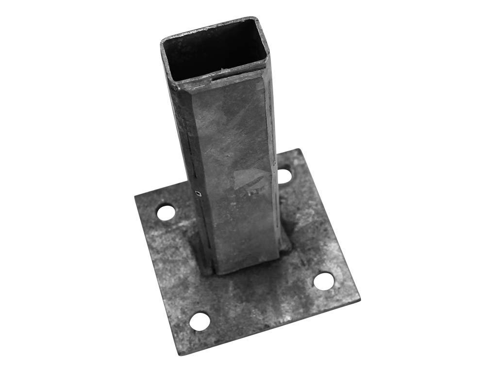 Patka Zn k montáži čtyřhranného sloupku na betonový základ 50x50mm 1,07Kg