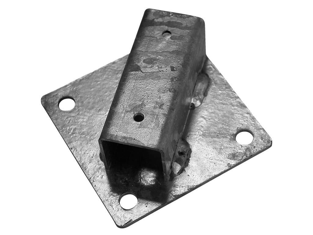 Patka Zn k montáži kulatého sloupku na zeď Ø 38 mm 0,55Kg