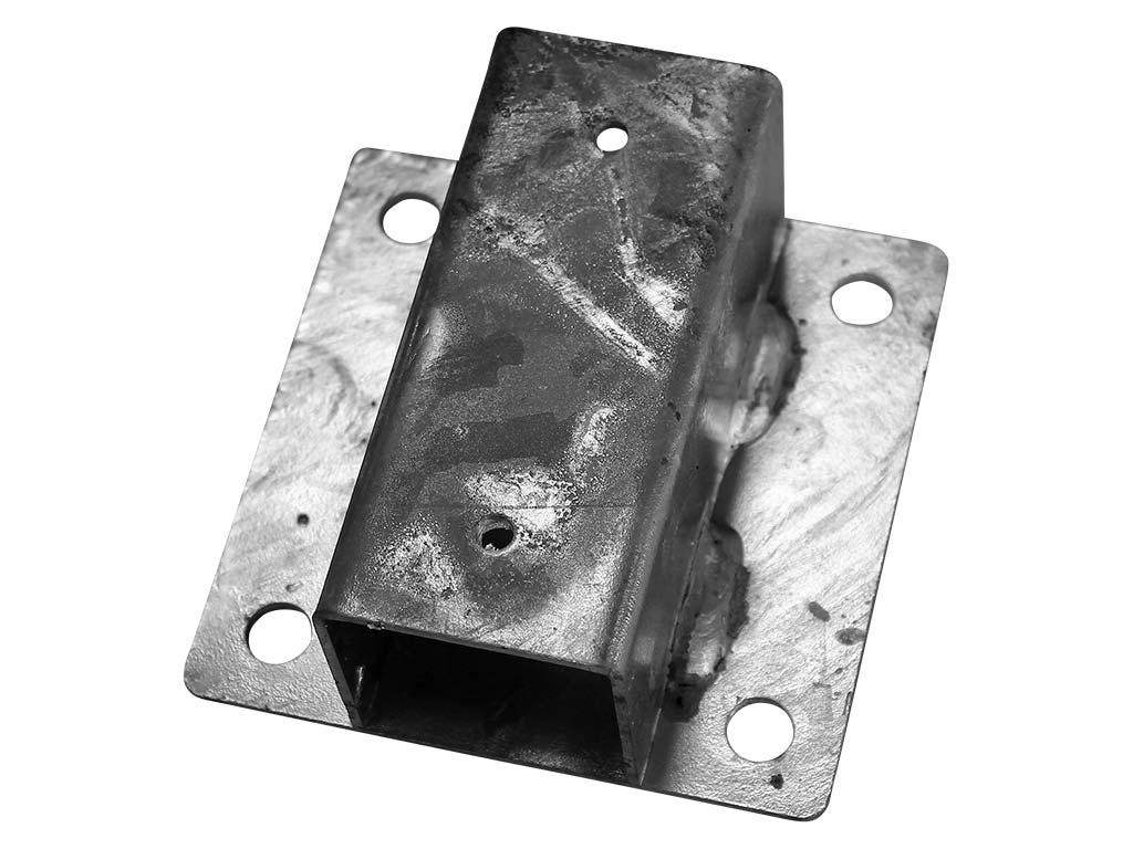 Patka Zn k montáži kulatého sloupku na zeď Ø 48 mm 0,64Kg