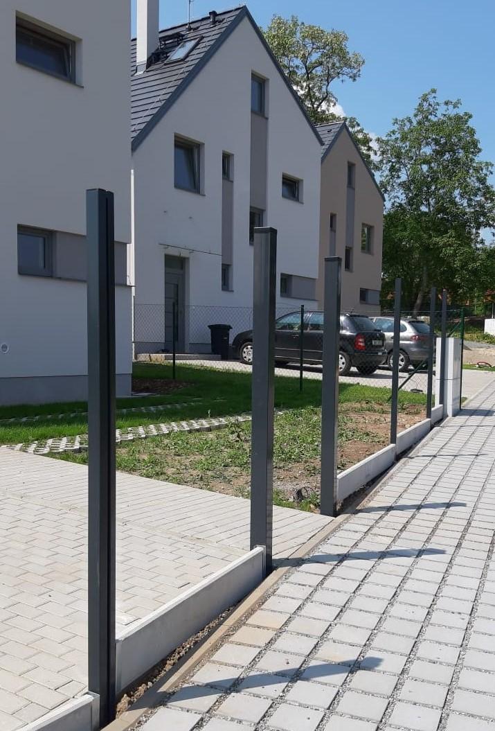 Sloupek PILODEL Zn+PVC 2000/60x40/1,5, RAL 7016 - antracit 4,4Kg